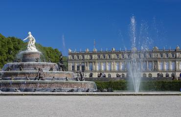 SCHLOSS HERRENCHIEMSEE - Springbrunnen im Schlosspark