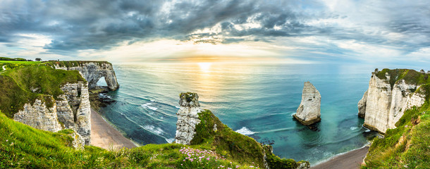 Foto op Canvas Bleke violet Sunset Panorama in Etretat/France