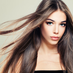 Perfect Girl with Long Healthy Hairstyle. Beautiful Woman Fashion Model with Brown Hair