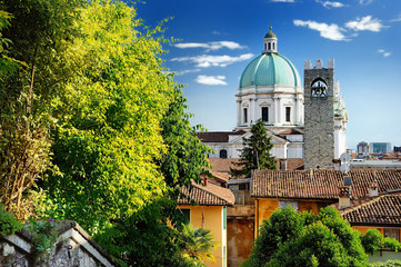 Beautiful sunset view of the Duomo cupola over the town Brescia Fototapete