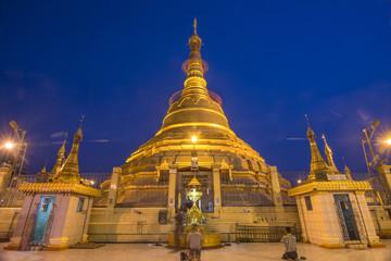 Shwedagon Pagoda Paya Myanmar famous sanctuary