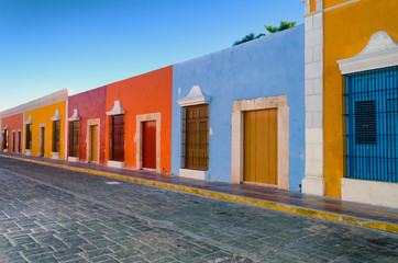 Bright Colors in Colonial Houses