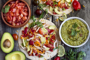 Tortillas with vegetables and chicken meat.