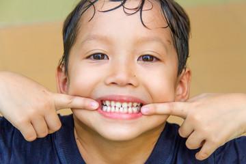 a boy.show teeth