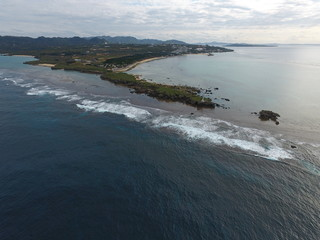 日本 沖縄 波 灯台 海 青 空撮 ビーチ 珊瑚  半島