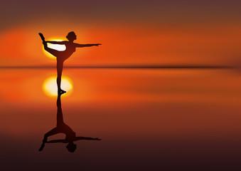 silhouette - reflet - femme - yoga - coucher de soleil - paysage - calme