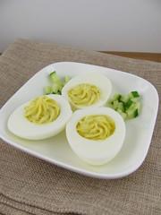 Gefüllte gekochte Eier