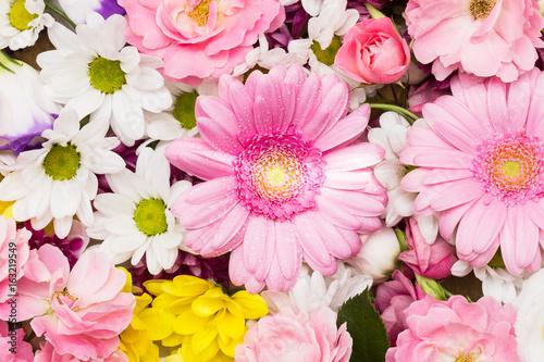 Schöner Blumen - Hintergrund, Arrangement aus weissen, gelben und ...