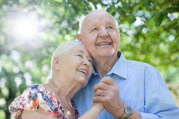 Senioren oder Rentner glücklich im Ruhestand durch Rente und Altersvorsorge
