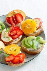 Fruit dessert sandwiches with ricotta cheese