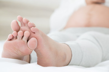 how to stop cramps in feet and hands