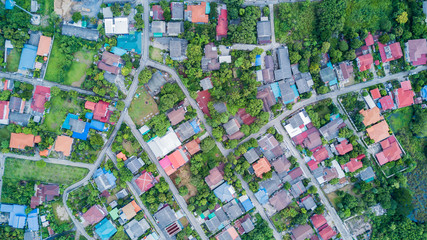 neighborhood with residential houses and driveways Fotomurales