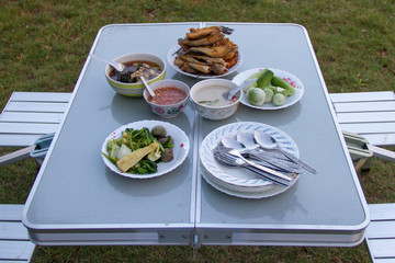 Field table, which places food