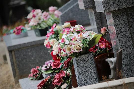 cimetière tombe fleurie RIP repose en paix