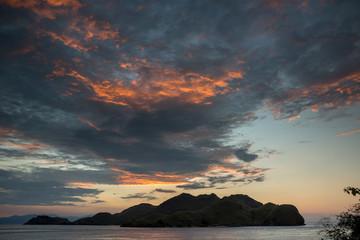 Wolken bei Sonnenuntergang - Komodo Inseln - Indonesien
