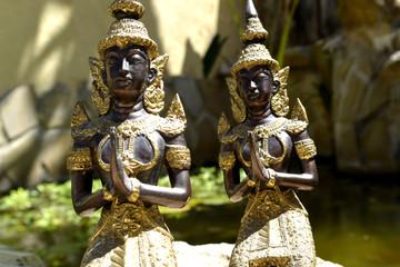 Estatuas Oracion de monjes
