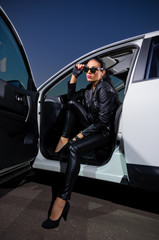 Fotobehang Snelle auto s Woman in leather clothes