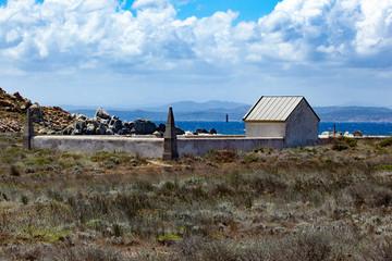 Monument à la mémoire des victimes du naufrage de La Sémillante sur les iles Lavezzi