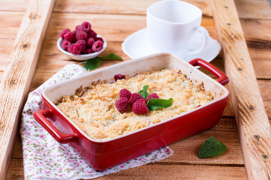 Berry crumble in ceramic form