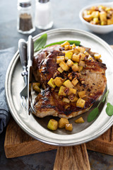 Pork chops with apples and walnuts