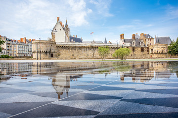 View on the castle of Dukes of Brittany with water mirror fountain in Nantes city in France Fototapete