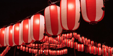 Illuminated Japanese red festival lanterns 夏祭りの提灯