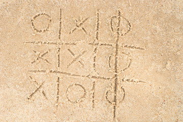 tic-tac-toe drawing in sand