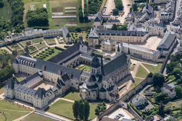 Photo sur Toile Monument Vue aérienne de l'abbaye de Fontevraud en France