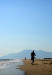 plajda maraton koşucuları