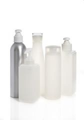 contenitori dispenser  di varie dimensioni di plastica ad uso cosmestico