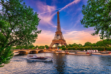 Zelfklevend Fotobehang Centraal Europa Paris Eiffel Tower and river Seine at sunset in Paris, France. Eiffel Tower is one of the most iconic landmarks of Paris.