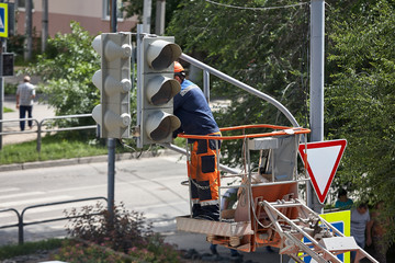 Installation of a traffic light on a lift Fotomurales