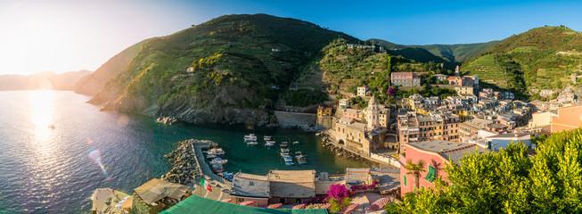 Panorama-Aufnahme von Vernazza, Cinque Terre, Liguria, Italien