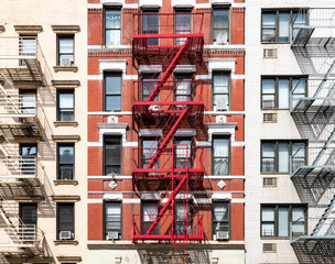 Fototapete - Exterior view of old apartment buildings in New York City