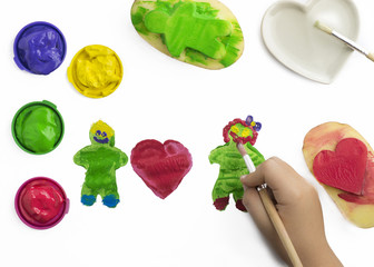 child play painting with potatoes stamps,