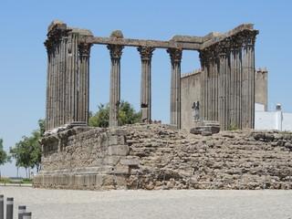 temple d'évora au portugal