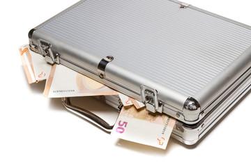 Geldkoffer mit Geldscheinen