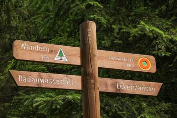 Wandern, Nationalpark Harz, Wegweiser, Wanderweg