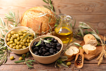olive,bread and oil
