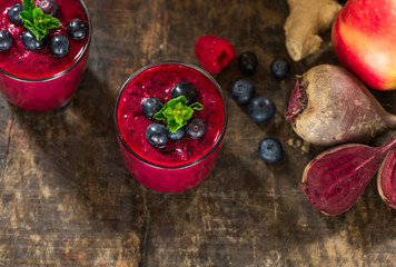 Beetroot, apple, ginger and berries smoothie