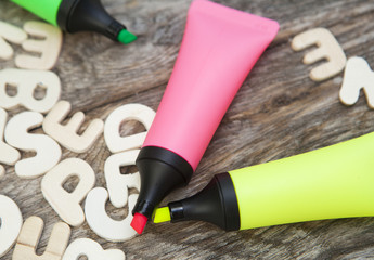 stylo marqueurs fluo