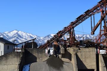 砕石場 建設資材の生産現場