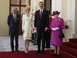 Britain's Queen Elizabeth stands in Buckingham Palace with Prince Philip, Spain's King Felipe and Queen Letizia as they arrive after a ceremonial welcome, in central London