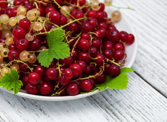 Plate with red currant