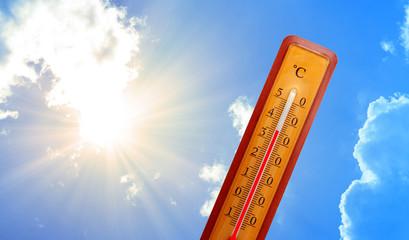 Sommerhitze 35 Grad auf dem Thermometer