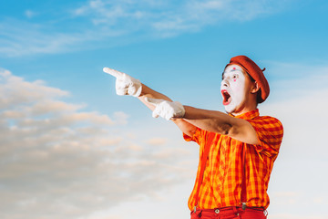 Mime shows pantomime against the blue sky