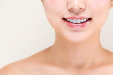 歯・若い女性