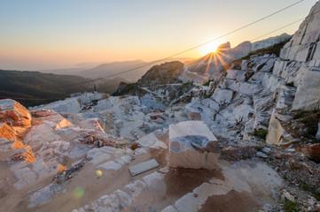 Cava Carrara GPS 44.082351° 10.133965°