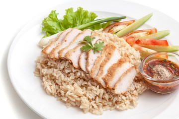 Brown rice with roasted pork served with thai style chili sauce and vegetables