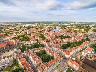 Gdańsk - Krajobraz starego miasta z lotu ptaka. Krajobraz miasta z powietrza z horyzontem i niebem.